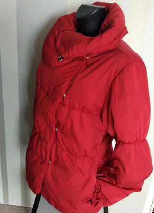 Клевая красная куртка на кнопках теплая