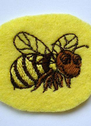 Нашивка на одежду пчела