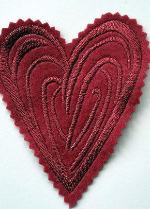 Нашивка на одежду сердце