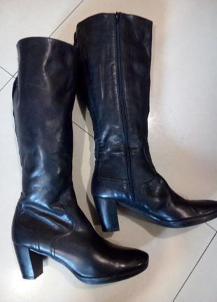 Фирменные,кожаные,осенние сапожки varese(италия) на устойчивом каблуке.