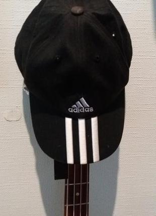 Кепка бейсболка  черная adidas