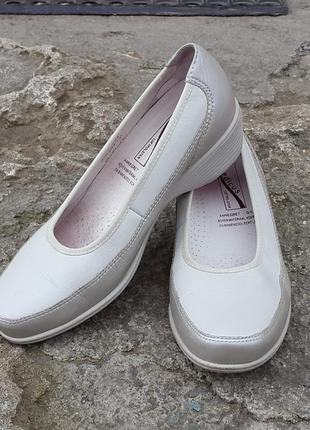 Кожаные туфли босоножки medicus 36 р.