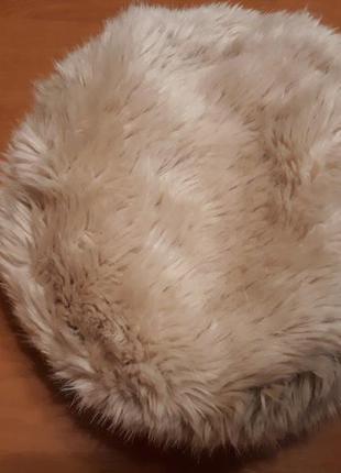 Пудровая меховая шапка:)