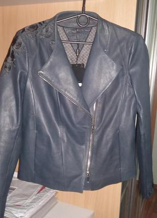 100%кожаная куртка,косуха, massimo dutti оригинал.р-р с(замеры)