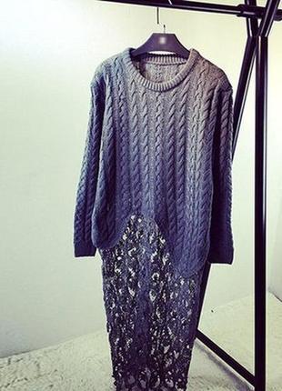 Длиный свитер с кружевом