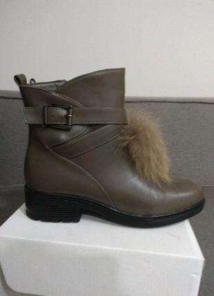 Ботинки зимние с декором из натурального меха