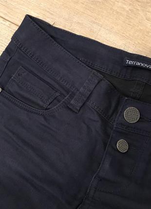 Тёмно синие джинсы