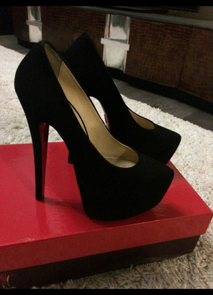 Туфли на высоком каблуке maria esse. натуральный замш.