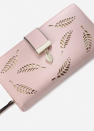 Приятный и вместительный кошелек