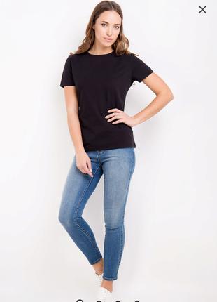 Базовая чёрная футболка