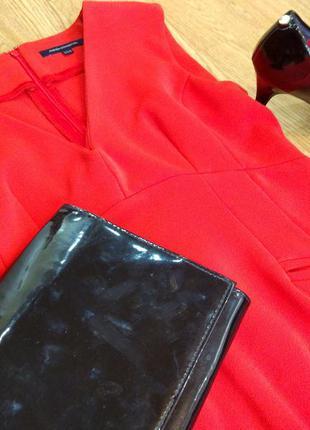 Красное платье (червона сукня)