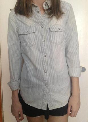 Крутая джинсовая рубашка mango