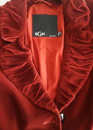 Нарядный бархатный пиджак цвета марсала