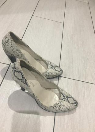 Стильні дуже зручні туфлі1 фото
