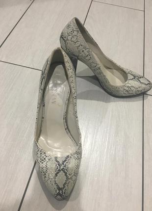Стильні дуже зручні туфлі3 фото