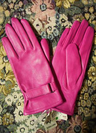 Розовые кожаные перчатки