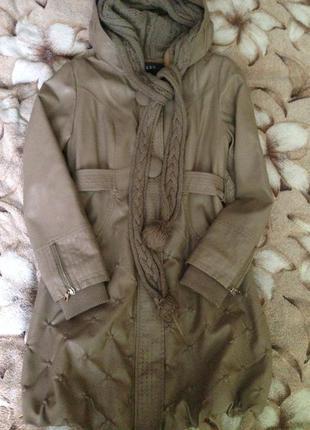 Кожаное пальто с капюшоном .утепленное