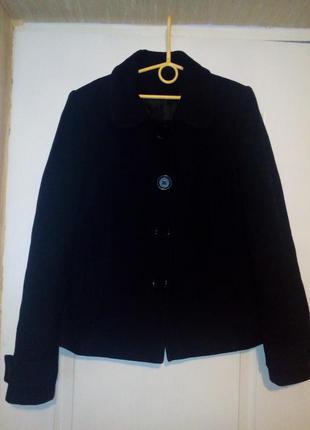 Красивое фирменное пальто