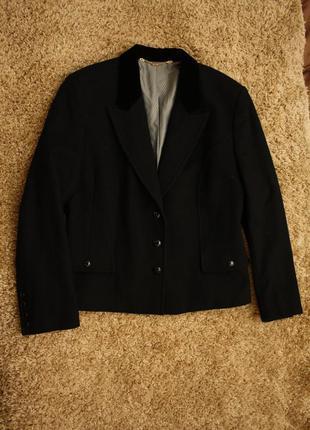 Шикарнейший пиджак с бархатным воротником 70% шерсть, 10% кашемир goldix