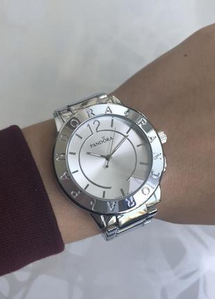 Женские наручные крутые металлические часы серебристые
