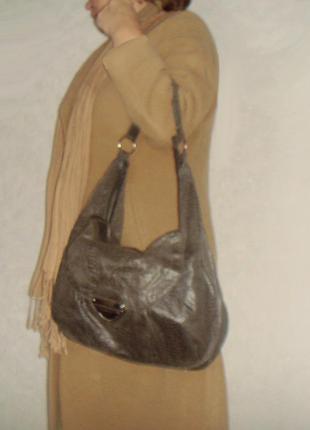 Вместительная сумка-торба  neu look из ткани под рептилию