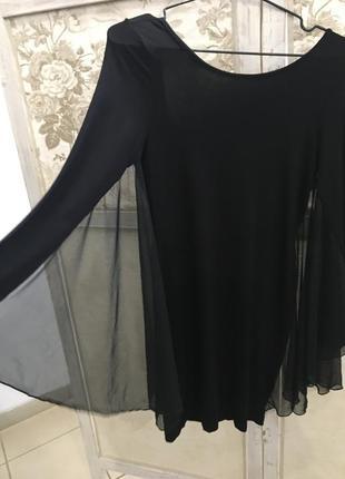 Плаття з відкритою спиною
