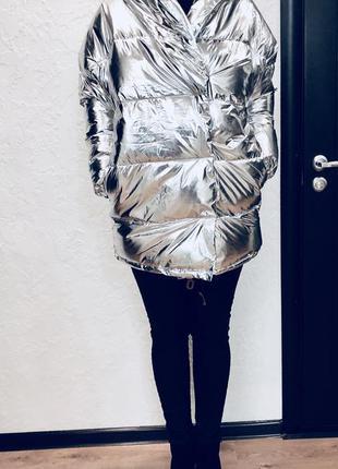 Стильная куртка с огромным капюшоном зеркального цвета