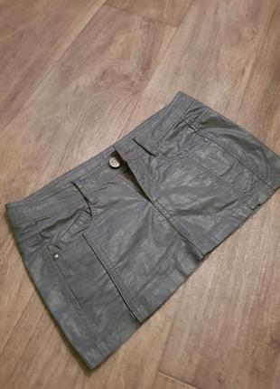 Крутая мини юбка из кожзама bershka