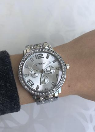 Женские наручные часы блестящие металлические серебристые