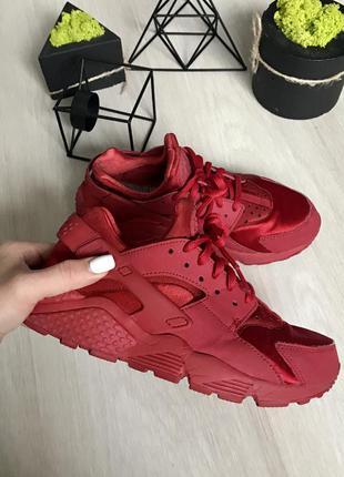 Крутые красные кроссовки / крассовки nike air huarache 36 размер оригинал