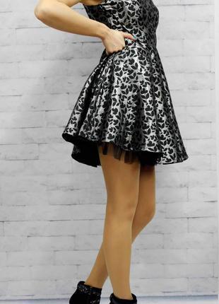 Красивое платье с пышной юбкой yumi