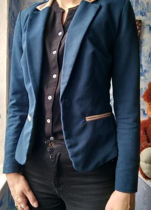 Короткий пиджак kira plastinina.
