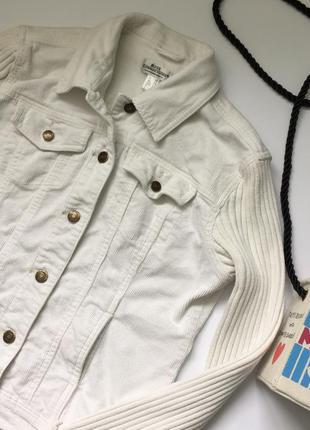 Актуальна, класна біла куртка із в'язаними рукавами 😍 від best connection