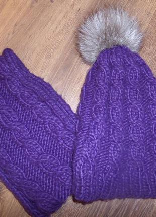 Комплект шапка + снуд фиолетового цвета с натуральным помпоном