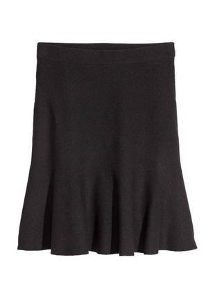 Черная плотная юбка с высокой талией клеш