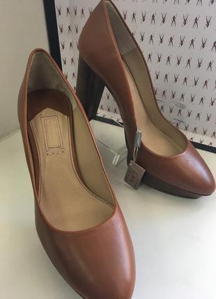 Туфли женские на устойчивом каблуке и платформе закрытые кожа