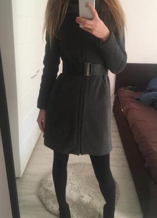 Серое пальто zara