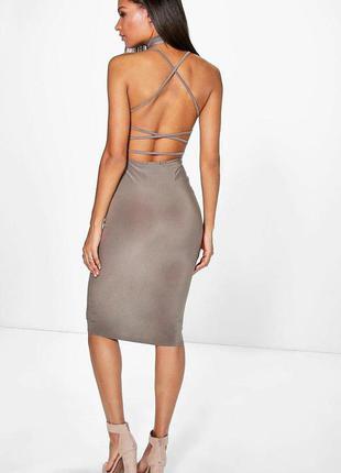 Крутое платье с открытой спиной boohoo