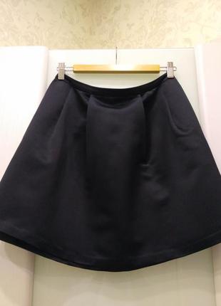 Красивая черная с естественным блеском юбка promod