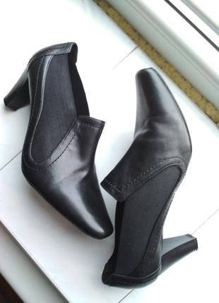 Черные туфли от footglove wider fit