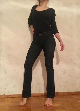 Идеальные темно-синие джинсы motivi bootcut