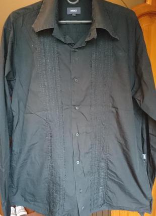 Черная красивая рубашка в подарок обхват груди 122см (код р15)