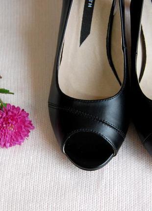 Черные элегантные туфли босоножки на тонком каблуке от elisabeth 36р