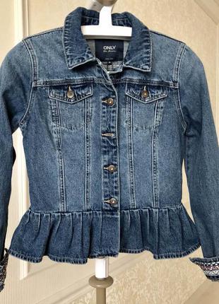 Джинсовая куртка/стильная джинсовка / бренд only/ размер s/m