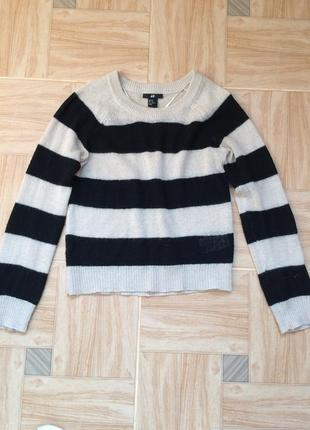 Полосатий светер