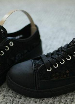 Женские кроссовки на лето гипюр черные