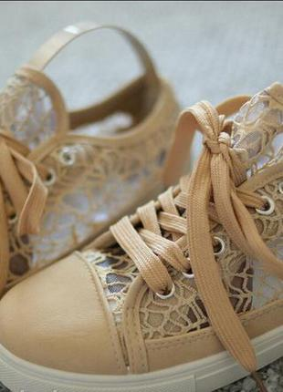 Женские кроссовки на лето гипюр бежевый