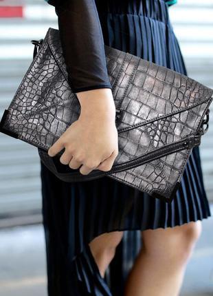 Серый клатч конверт / сумка-конверт под кожу крокодила