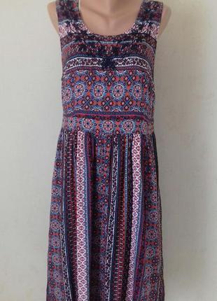 Новое натуральное платье с принтом и вышивкой tu