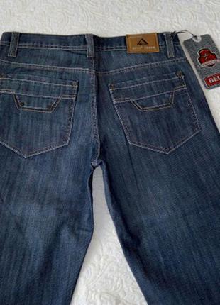 Новые джинсы по распродаже
